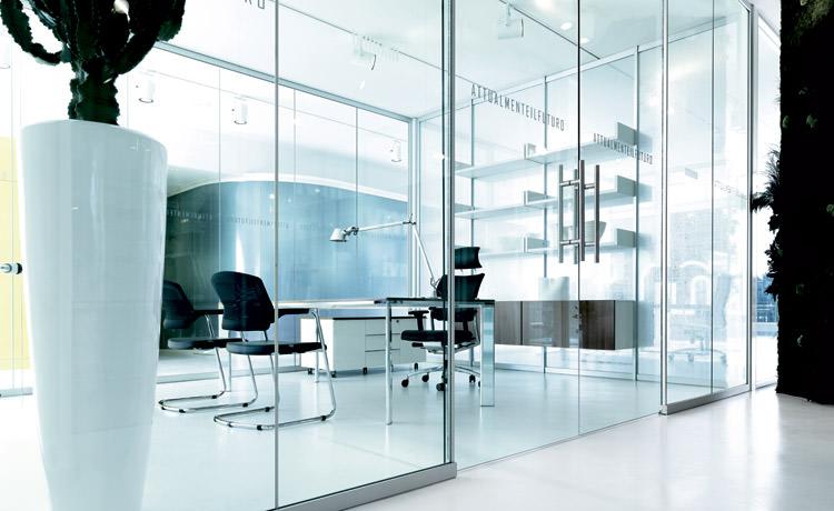Pareti divisorie e attrezzate soluzioni eleganti per for Arredamento d interni per ufficio