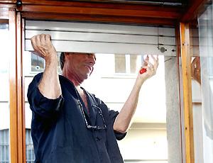 Riparare serrande persiane e tapparelle - Serrande elettriche per finestre ...