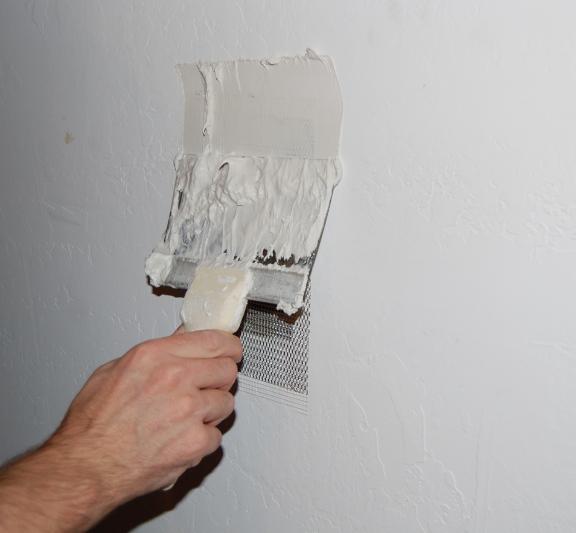 Riparare uno spigolo di gesso danneggiato